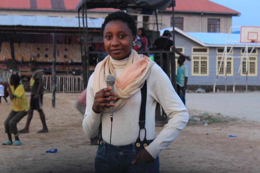 Melissa Kambayo, à la fois présentatrice télé, actrice et bricoleuse, l'expression de la prouesse dans sa finesse
