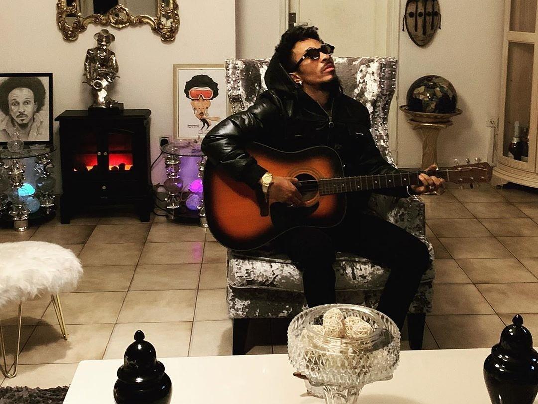 Robino Mundibu en studio d'une nouvelle chanson pour Dieu