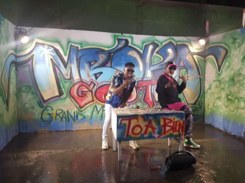 Gally Garvey Gaga tourne le clip avec le grand mopao