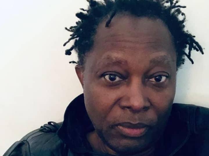 11ans après , Lokwa kanza rassure à son public que  Tout va bien   en chanson avant la sortie de son album multidimensionnel